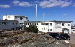 Sotenäs är ett centrum för fisk och fiskproduktion. I den här byggnaden, som kallas Symbioscentrum, har tankarna om landbaserad laxodling utvecklats. Foto: Ronald Hagberth.