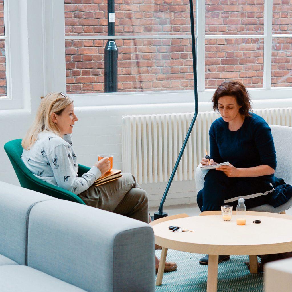 En mentor och en adept i möte